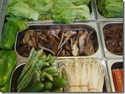蔬菜和肉都分別放